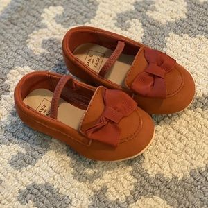 BRAND NEW Janie and Jack size 4 baby shoes.